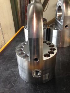 AKM_Hydraulikzylinderboden mit Schwenklasche_01